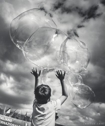 """""""Bambini che imparano a volare"""" - Mostra dell'Artigianato 2017, Fortezza da basso. Animazione bolle di Mr Goodman, Bollestrabelle,"""